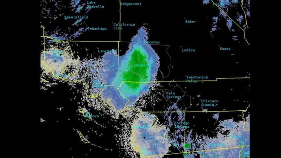 A nuvem de joaninhas ocupou 17 quilômetros no céu do condado de San Bernardino, no sul da Califórnia — Foto: Reprodução Twitter/@nwssandiego/via BBC