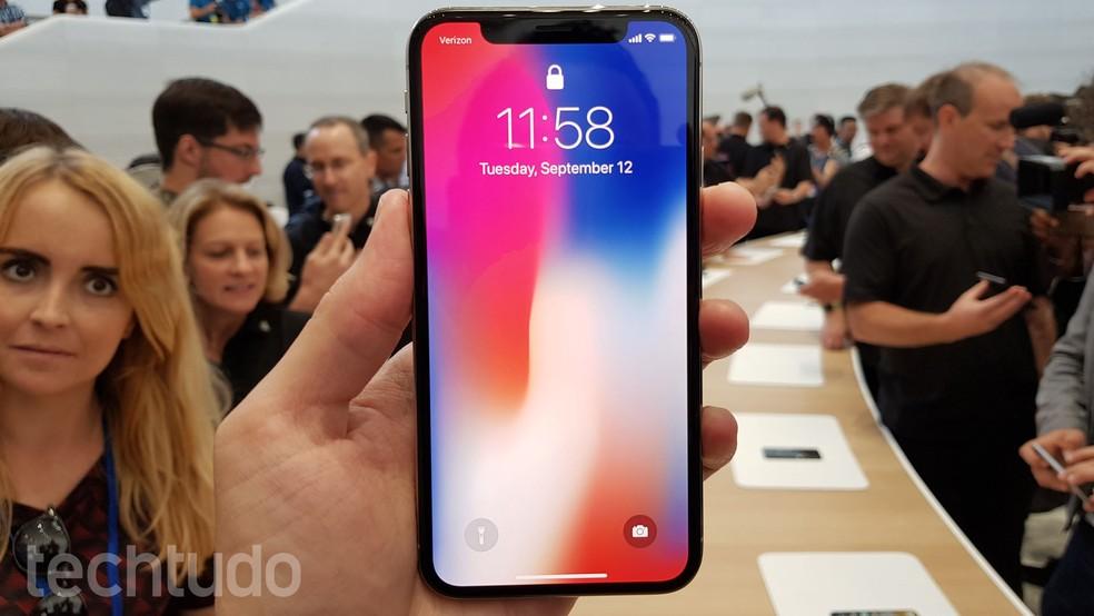 iPhone X tem som estéreo frontal (Foto: Thássius Veloso/TechTudo)