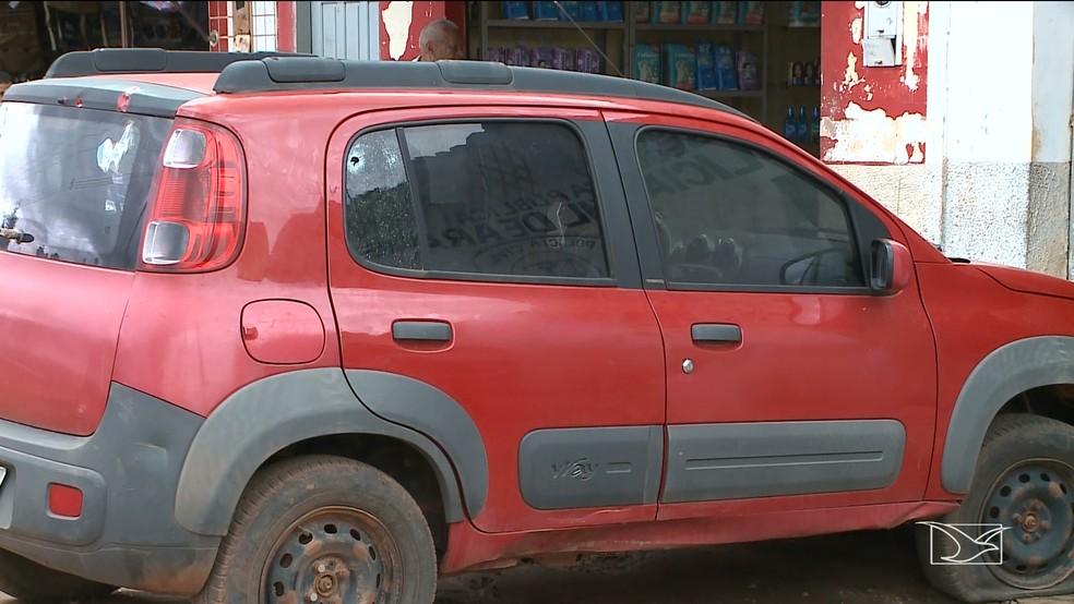 Veículo foi atingido durante assalto a agência bancária em Arame — Foto: Reprodução/TV Mirante