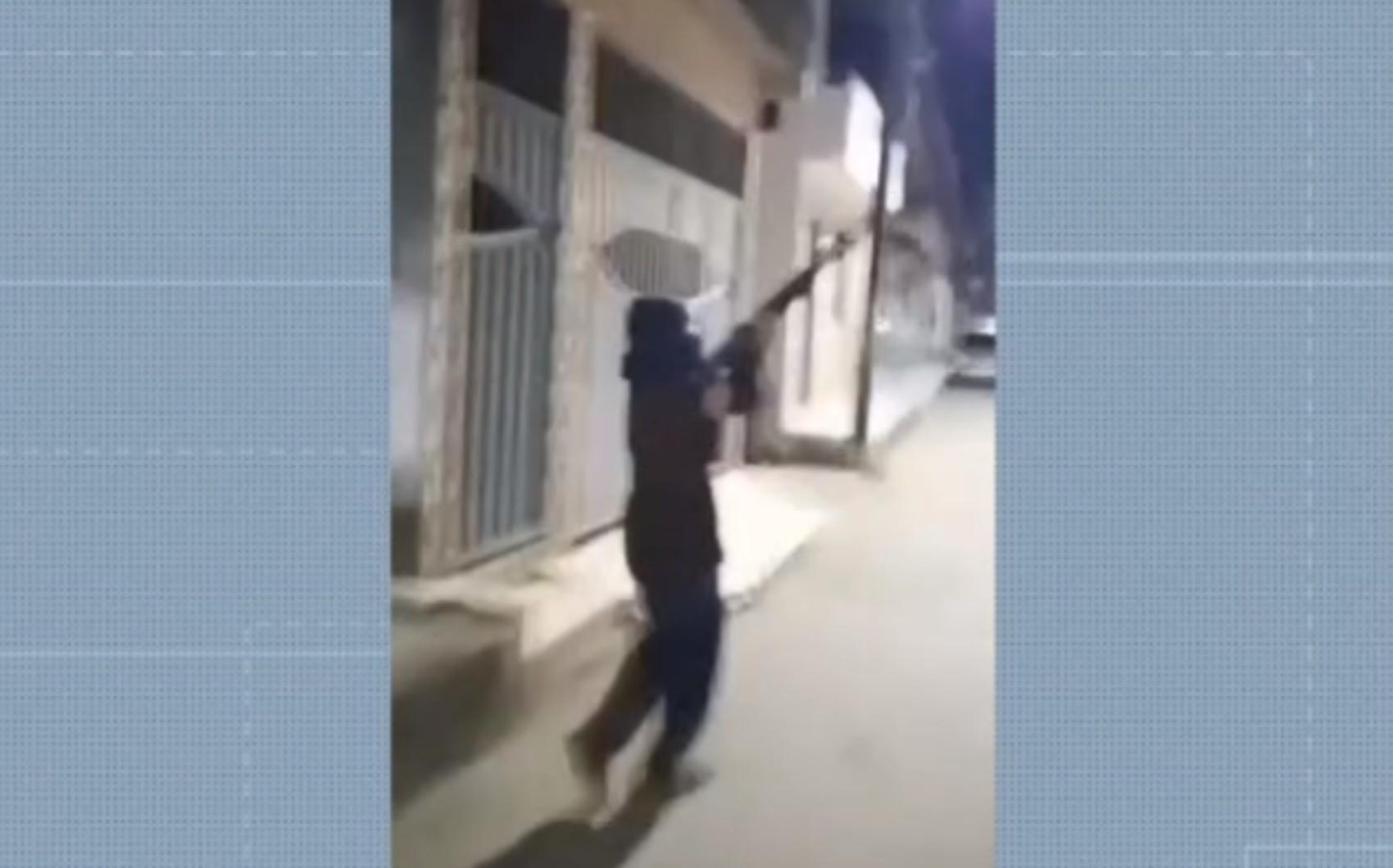 Polícia Militar reforça segurança no bairro de Águas Claras, em Salvador, após moradores registrarem tiroteios