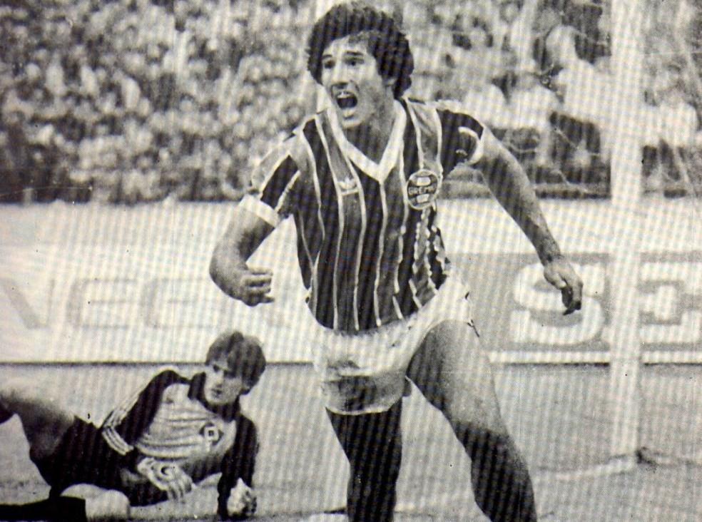 Renato Gaúcho sai para comemorar um dos gols no Mundial de 1983 (Foto: Divulgação / Grêmio)