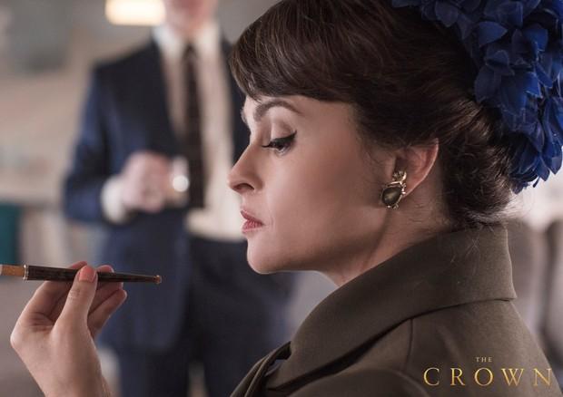 Helena Bonham Carter como a Princesa Margareth em The Crown (Foto: Twitter The Crown/ Reprodução)