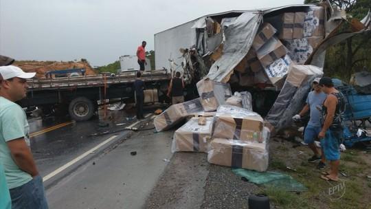 Caminhões batem de frente e passageiro morre na rodovia MG-354, em Cana Verde