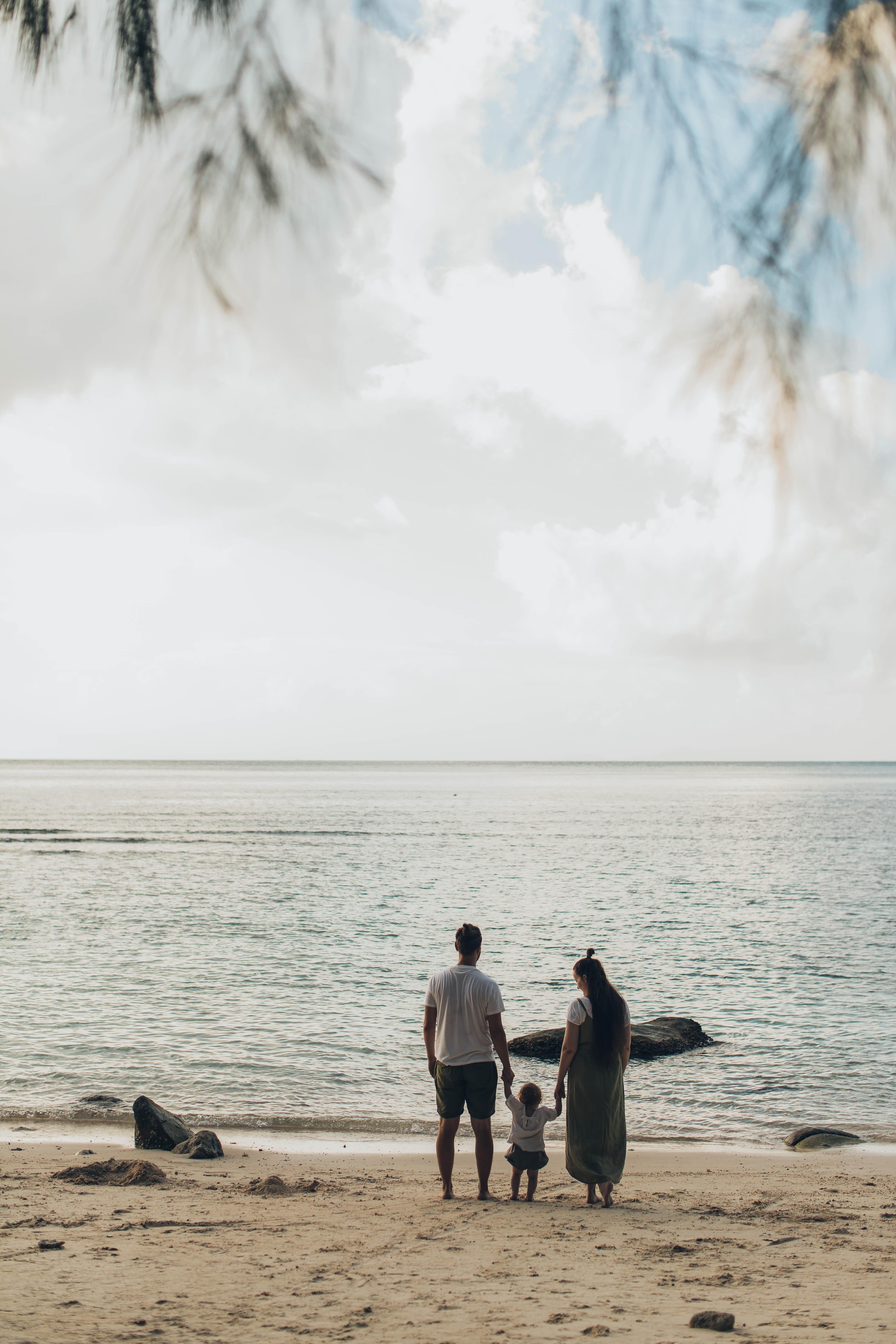 Família na praia (Foto: Elina Sazonova/Pexels)