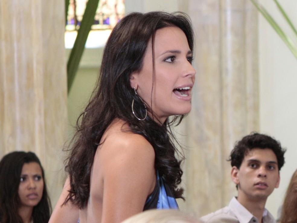 Zuleika é humilhada por Edvaldo em 'Fina Estampa' — Foto: Globo