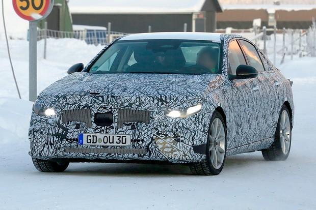 Faróis do novo Classe C serão de LEDs e não de lasers como no BMW Série 3 (Foto: AutoMedia/Autoesporte)