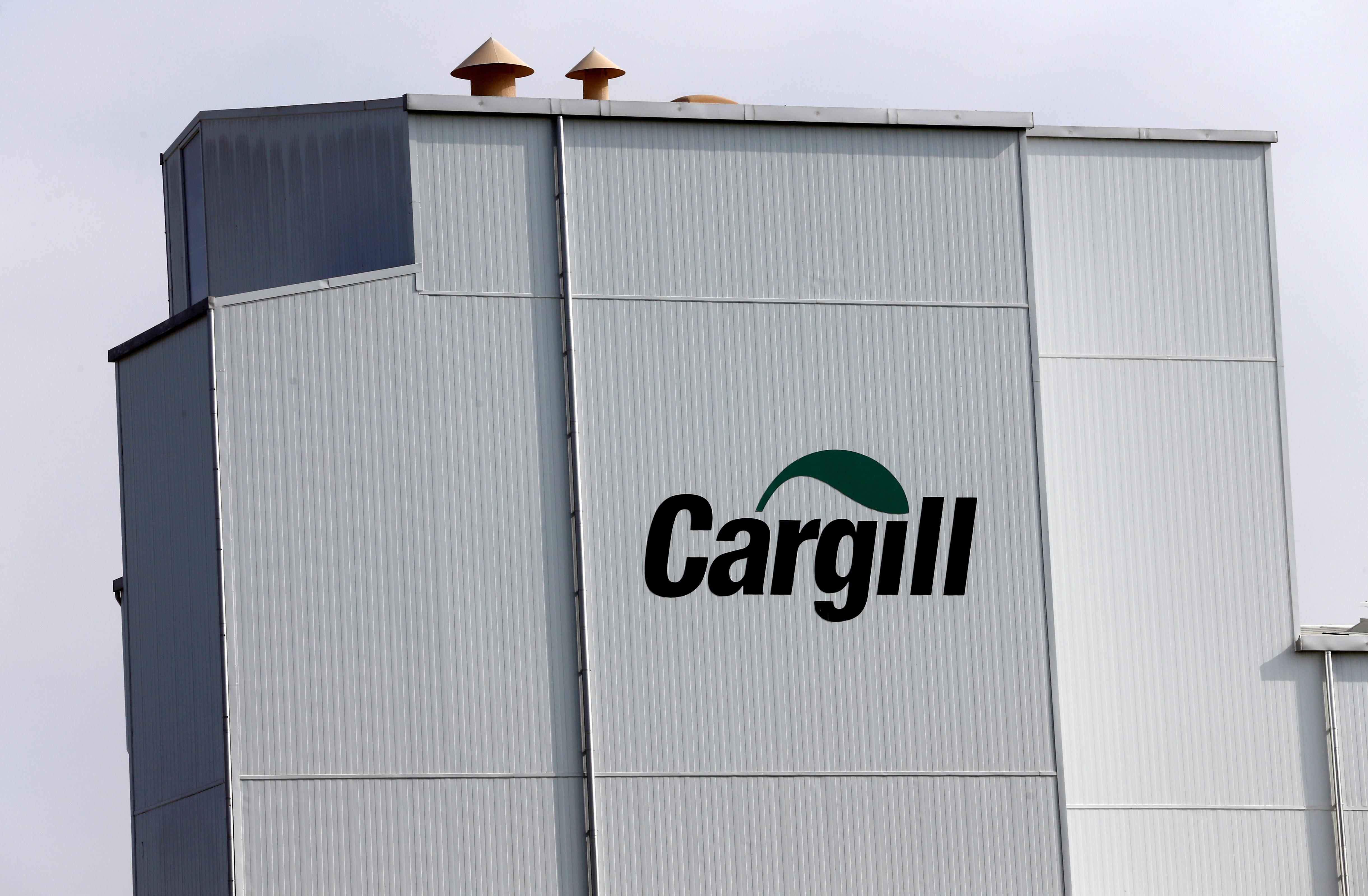 Logo da Cargill em fábrica na Suíça; empresa pode vender participação na Alvean à brasileira Copersucar (Foto: Denis Balibouse/File Photo/Reuters)