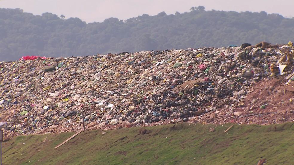 Aterro de Osasco foi interditado duas vezes em 2017 — Foto: Reprodução/TV Globo