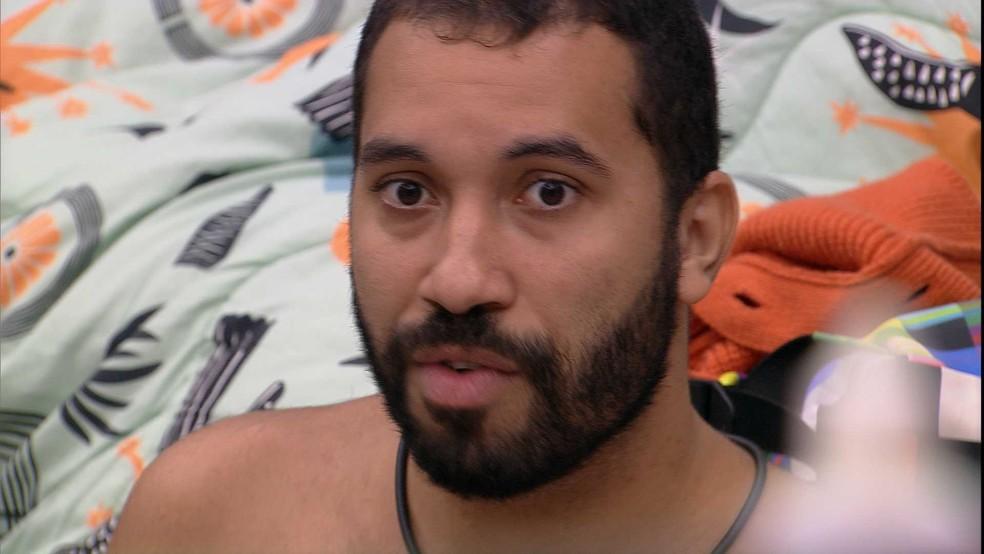 Gilberto desabafa com brothers do BBB21: 'Se eu não falo na hora, sou falso. Se falo, sou desnecessário' — Foto: Globo