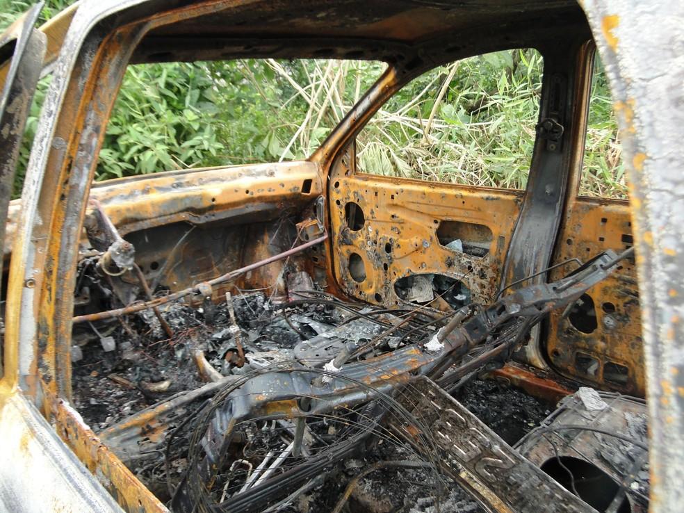 Carro do pai Anacleto foi encontrado carbonizado — Foto: Polícia Civil/Divulgaçãp