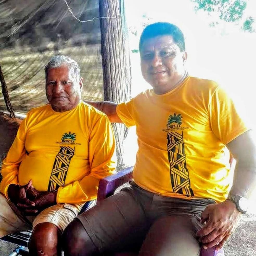Juraci Javaé (Esq.) ao lado do filho, Darci Javaé — Foto: Arquivo Pessoal