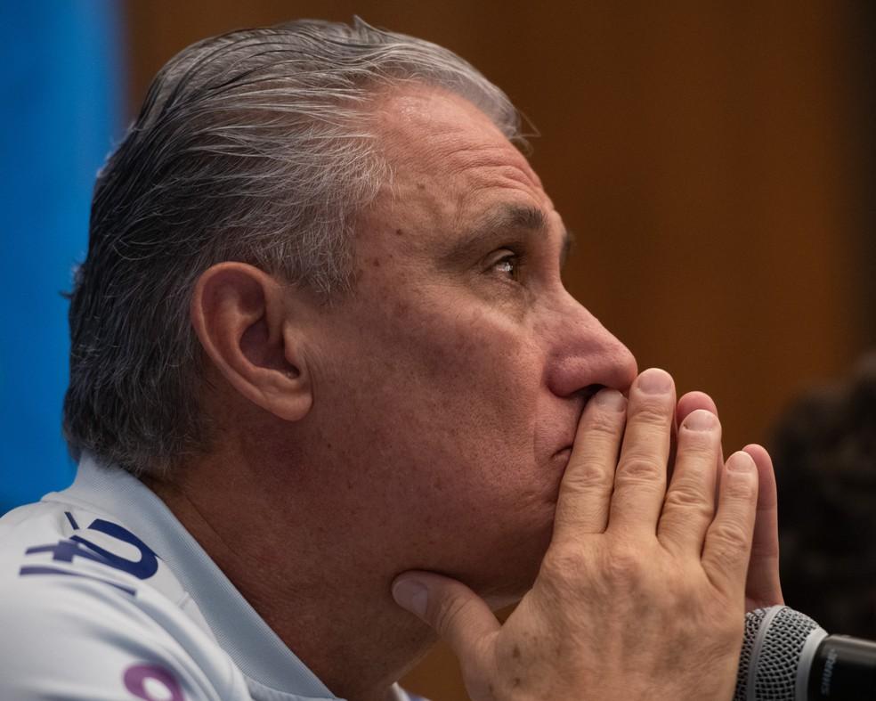 Tite durante entrevista coletiva: técnico vai fazer algumas mudanças para enfrentar a seleção peruana — Foto: Pedro Martins/Mowa Press