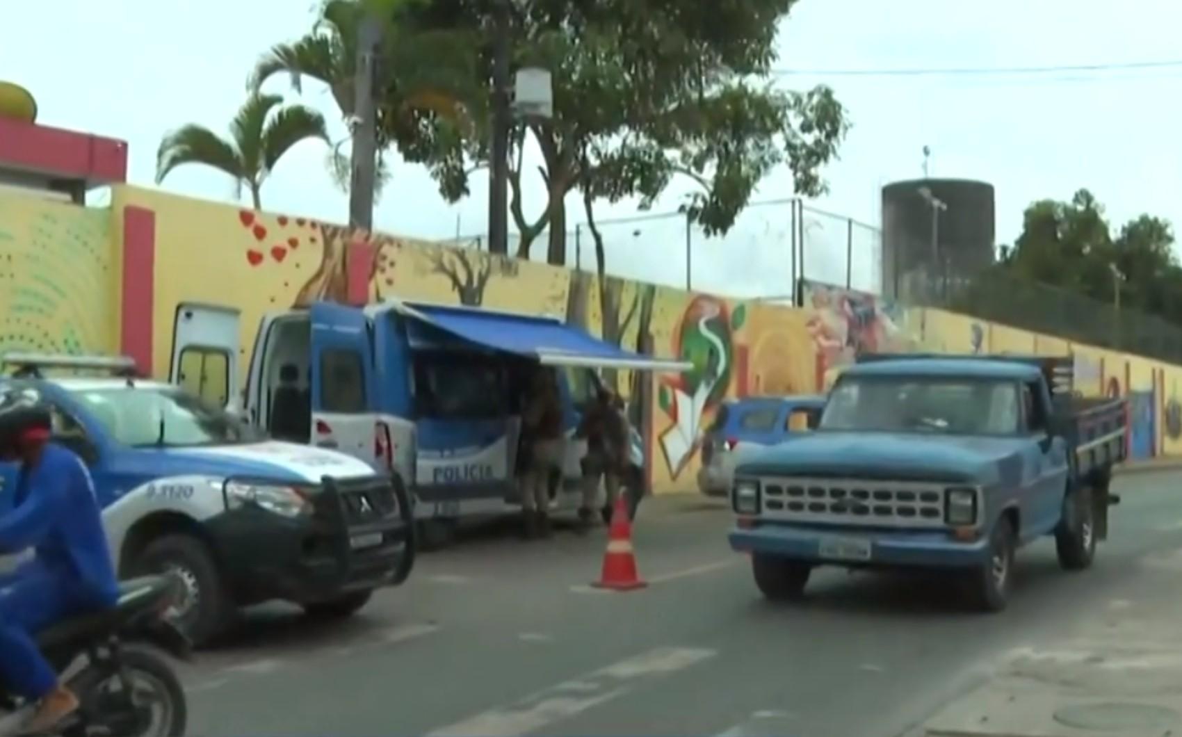 Adolescente é morto em ataque a tiros no bairro de Valéria em Salvador; moradores registraram momento dos disparos