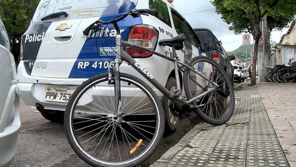 bicicleta usada por suspeito foi apreendida, no ES  — Foto: Reprodução/ TV Gazeta