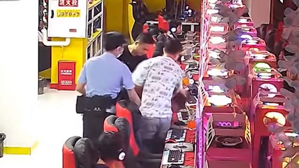 LoL: jogador é preso durante partida na China
