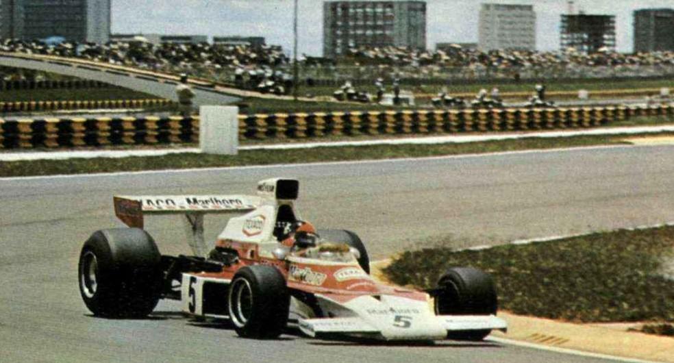 Emerson recebeu a bandeirada 12 segundos à frente de Scheckter em Brasília — Foto: Reprodução