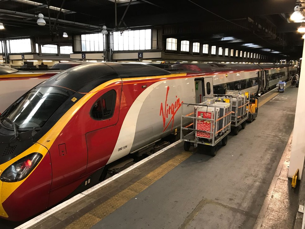 Trem que levará a seleção até Liverpool (Foto: Alexandre Lozetti)
