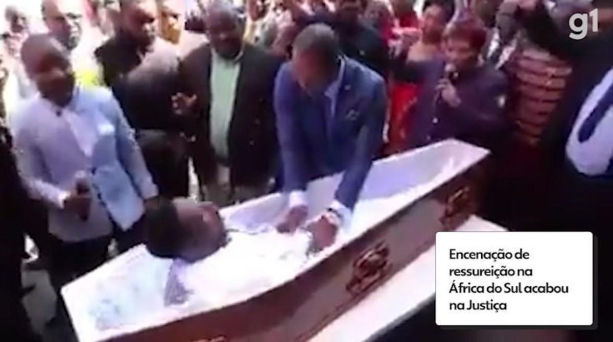 'Ressureição' em igreja na África do Sul acabou em processo; vídeo mostra momento em que 'morto' levanta no caixão