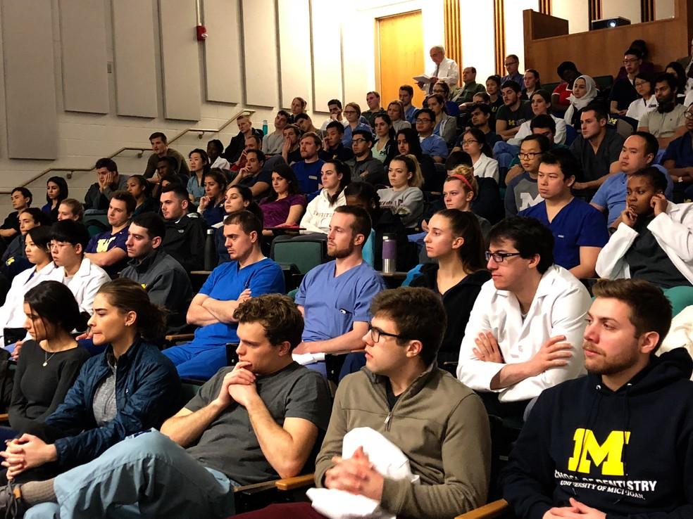 Alunos do curso de odontologia que assistiram ao concerto antes das atividades práticas (Foto: Universidade de Michigan )