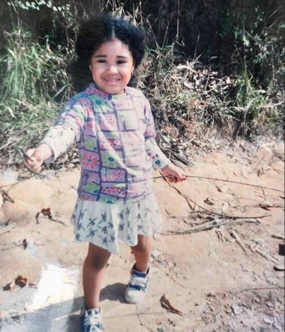 Mari Melo cresceu em uma casa simples em uma favela ao lado de um lixão em Itaquera — Foto: Arquivo pessoal