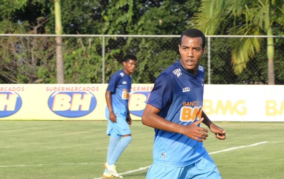 Com três anos de carreira profissional, Breno Lopes realizou o sonho de jogar no Cruzeiro (Foto: Tarcísio Badaró / Arquivo Pessoal)