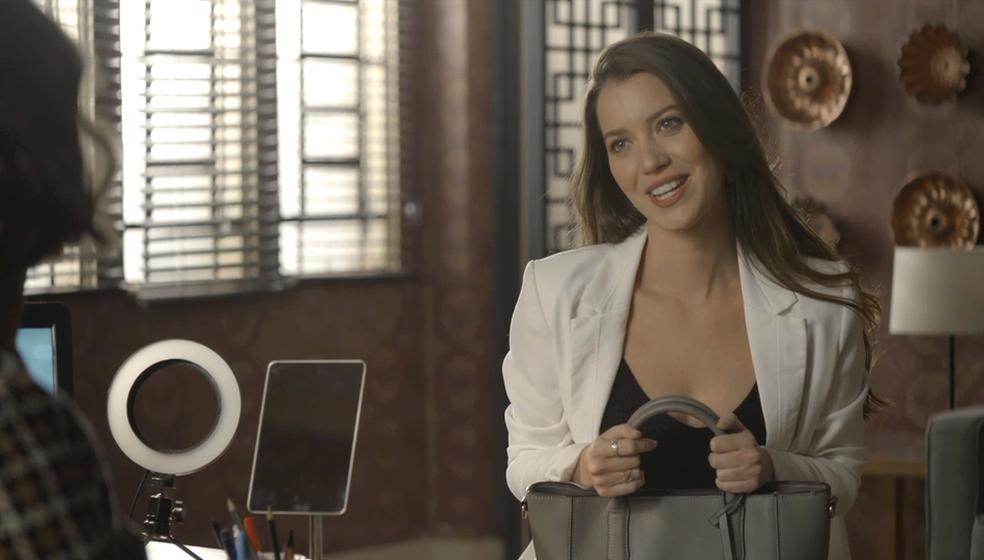 Em 'A Dona do Pedaço', Fabiana (Nathalia Dill) chantageia Jô (Agatha Moreira) e chega perto de se tornar a dona da Bolos da Paz — Foto: TV Globo