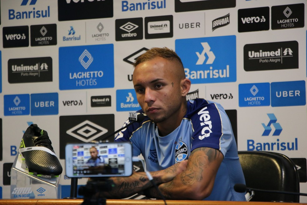 Everton falou sobre possibilidade de deixar o clube em junho — Foto: Eduardo Moura