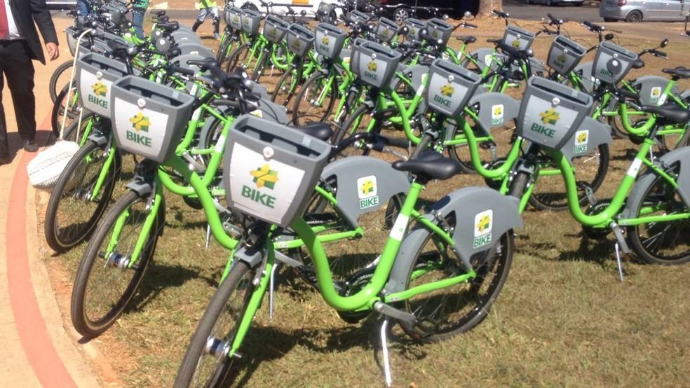 Bicicletas alinhadas para demonstração (Foto: Bianca Marinho/G1)