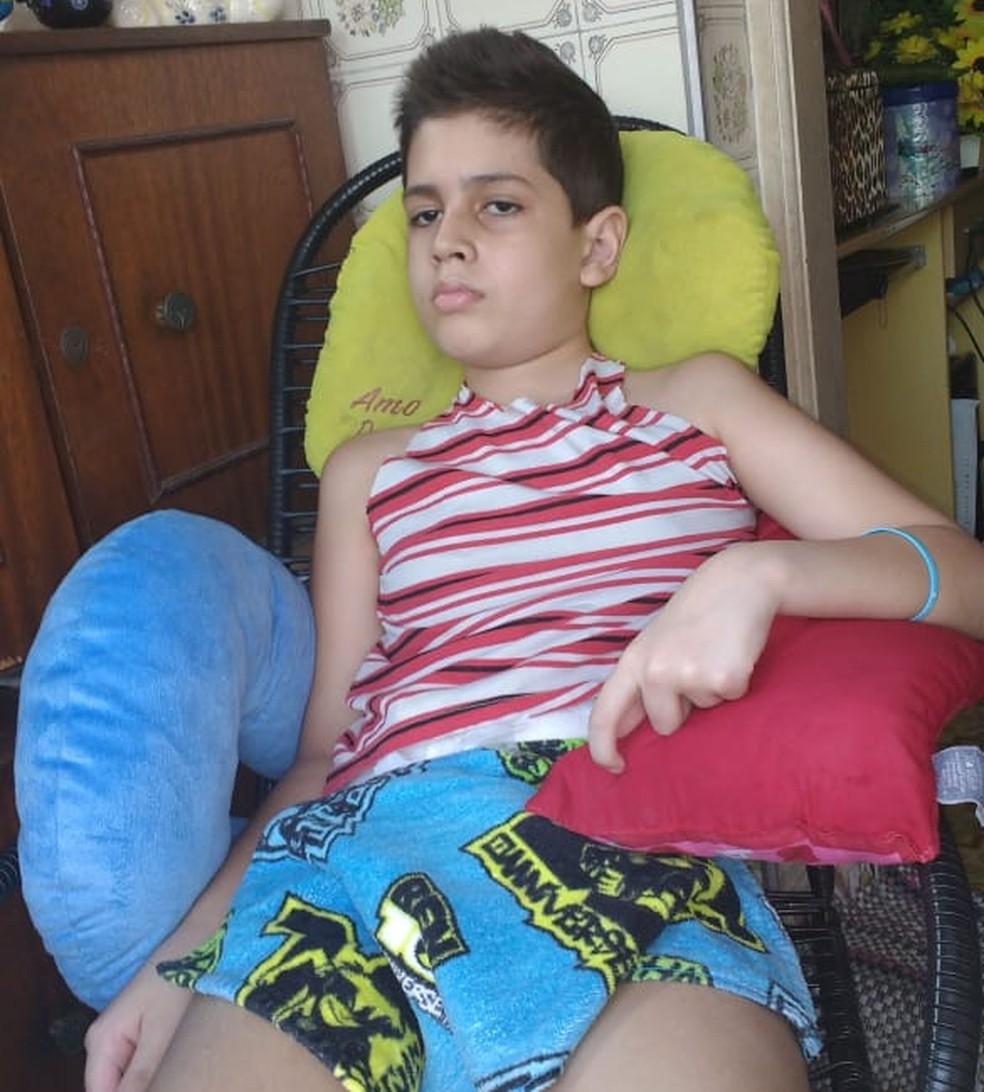 Adolescente perdeu os movimentos ainda criança após ter alergia ao ingerir uma pizza portuguesa — Foto: Arquivo Pessoal