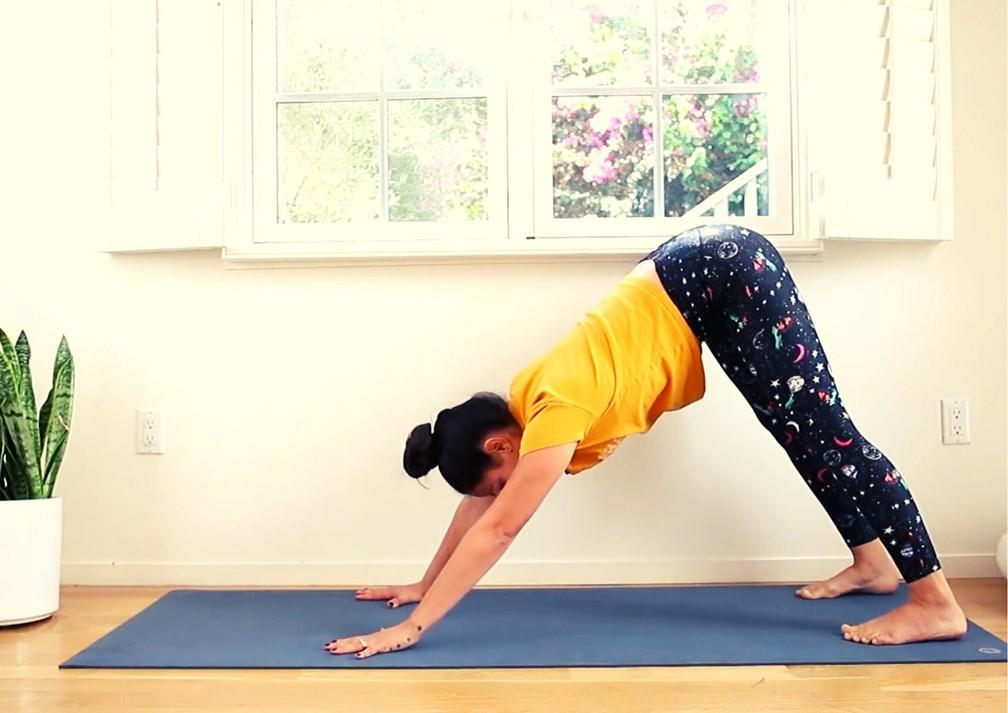 Pri Leite durante aula de yoga — Foto: Divulgação