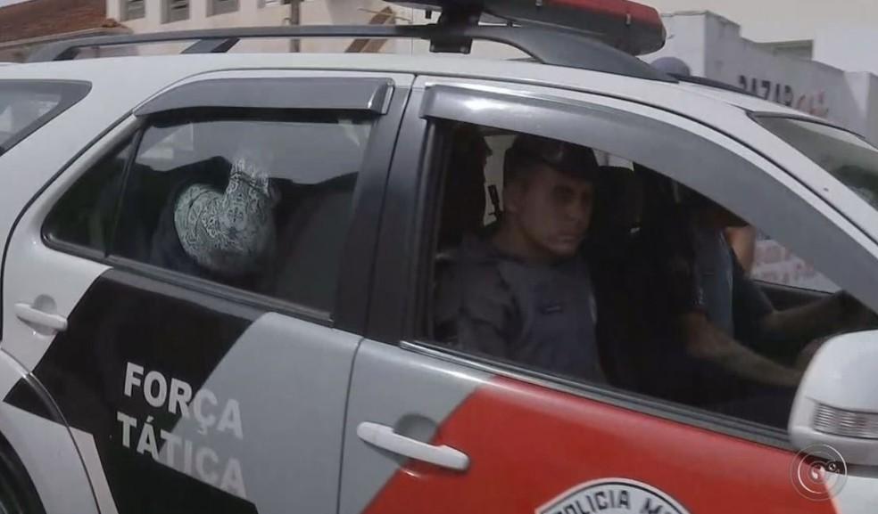 Um mulher foi presa em Bariri e ela faria parte da diretoria da organização social Vitale (Foto: Reprodução/ TV TEM )
