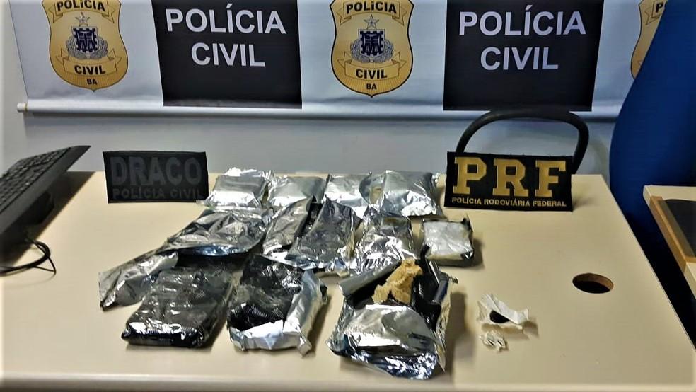 Homem é preso e mais de quatro kg de 'supermaconha' são apreendidos dentro de videogame em Salvador — Foto: Divulgação/ PRF
