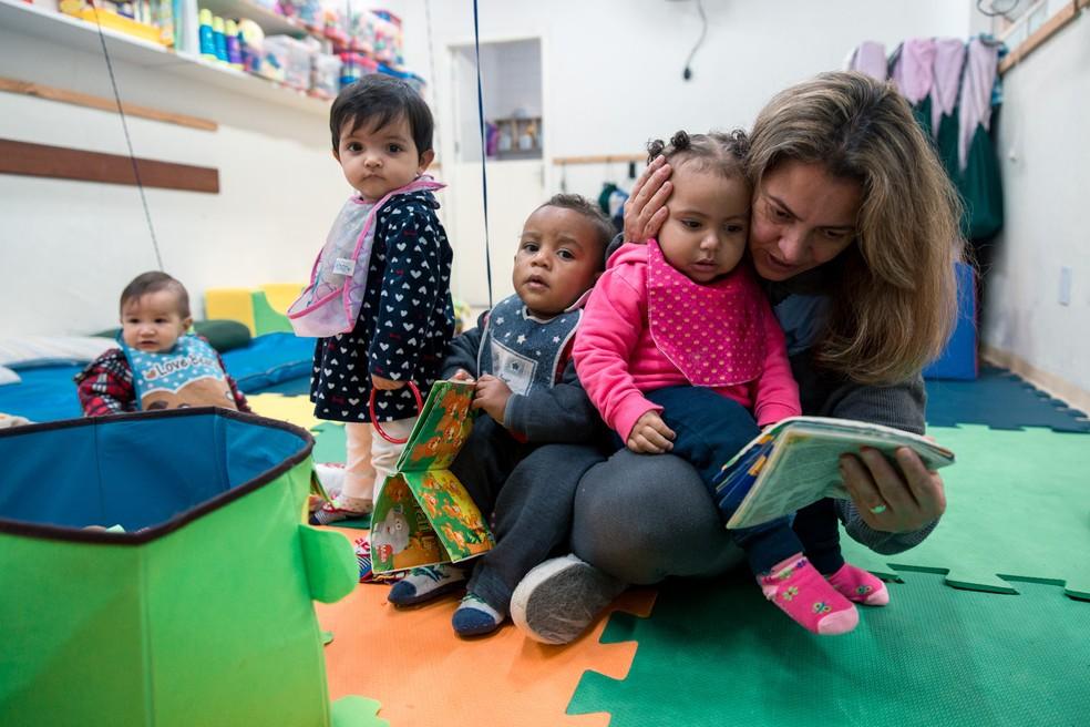 Lucy Almeida faz mestrado e trabalha em uma creche municipal de São Paulo. — Foto: Marcelo Brandt/G1