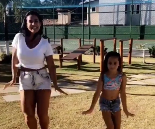 Scheila Carvalho e Giulia (Foto: Reprodução/Instagram)