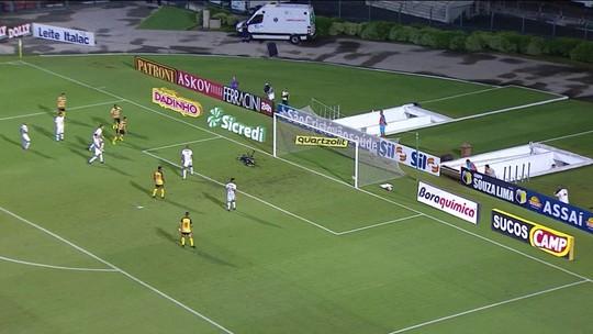 Pelo Campeonato Paulista, o Santos perdeu para o Novorizontino no Pacaembu