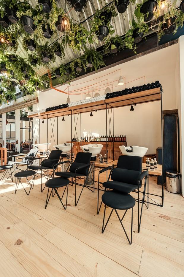 Teto verde, madeira e sustentabilidade no Laces and Hair de BH (Foto: Divulgação)