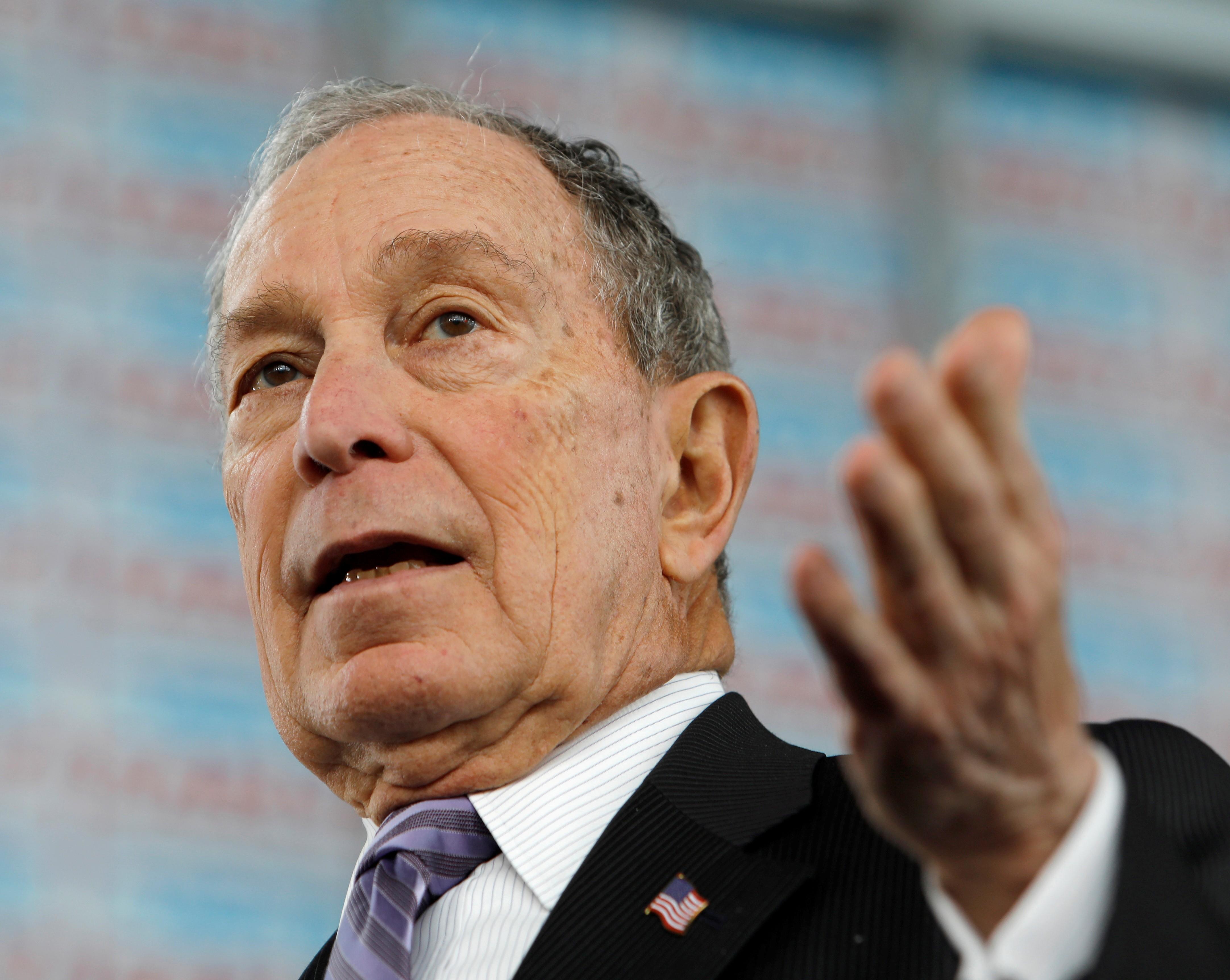 Bloomberg entra em cena