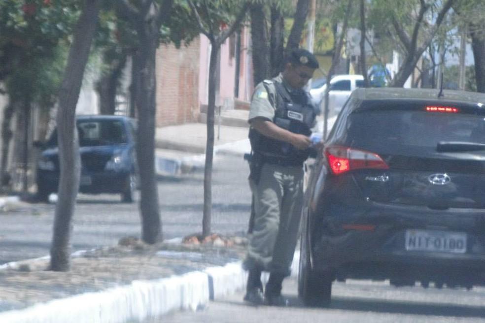Policial militar foi flagrado suspeito de estar mediando venda de gabarito. — Foto: Polícia Civil