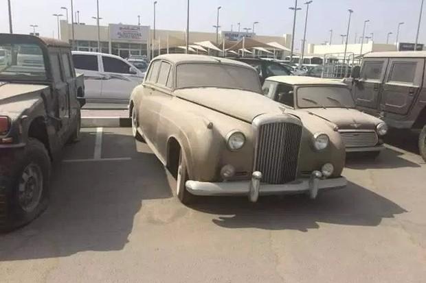 Para ser um procurador de supercarros, o candidato deve saber identificar muito bem um carro de luxo, mesmo embaixo de poeir (Foto: The Sun)