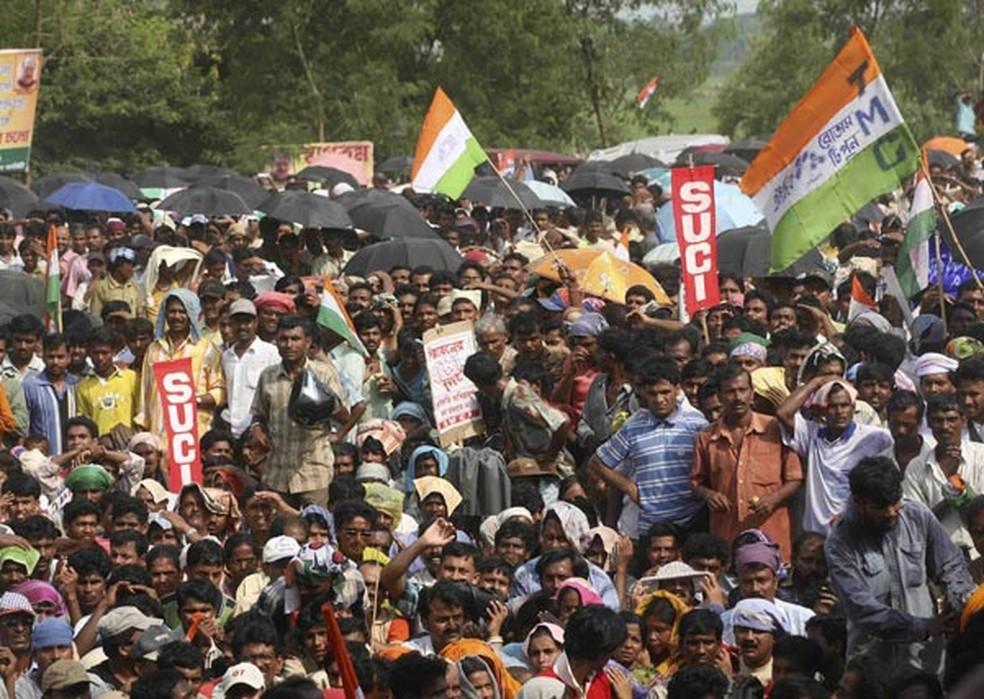 Futura fábrica do Tata Nano é ocupada durante protestos em 2008 (Foto: Jayanta Shaw/Reuters)