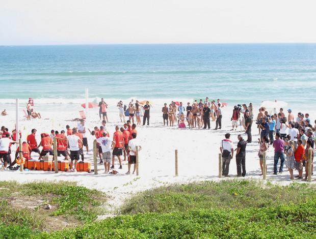 Fla treina na praia e, mesmo depois de ano ruim, vira atração turística