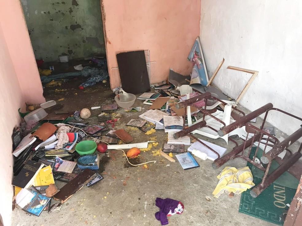Dentro da casa, restou pouca coisa inteira  (Foto: Kleber Teixeira/Inter TV Cabugi)