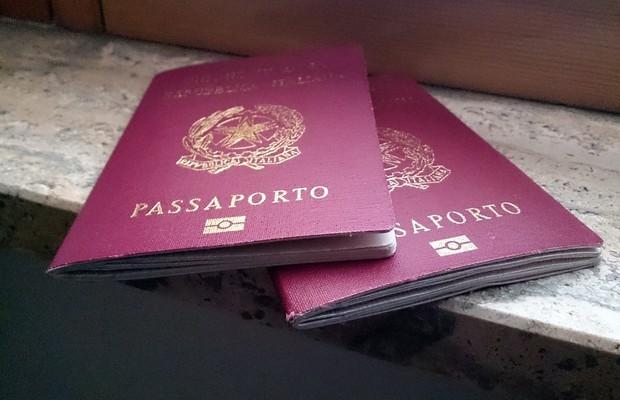 Passaporte italiano (Foto: Editora Globo)