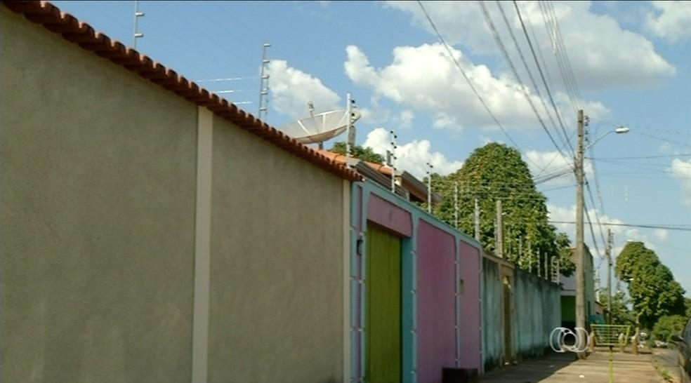 Moradores investem em segurança após onda de violência em Araguaína (Foto: Reprodução/TV Anhanguera)