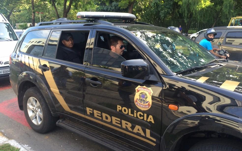 Policiais federais realizam operação contra grupo de extermínio, em 2016 — Foto: Murillo Velasco/G1