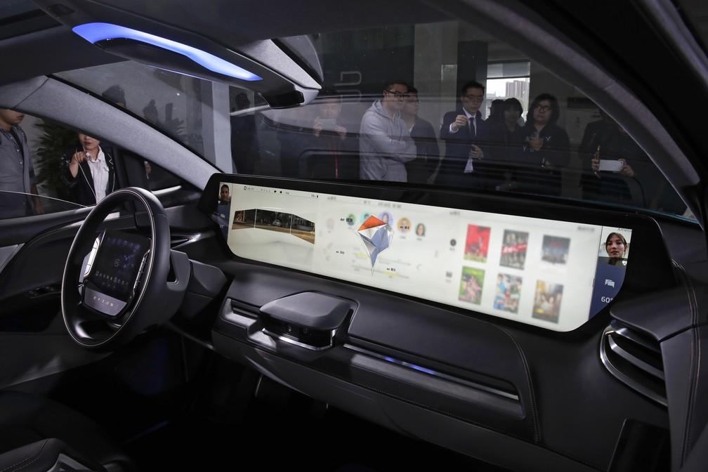 Conceito Byton tem tela gigante no Salão de Pequim 2018 (Foto: Andy Wong/AP)