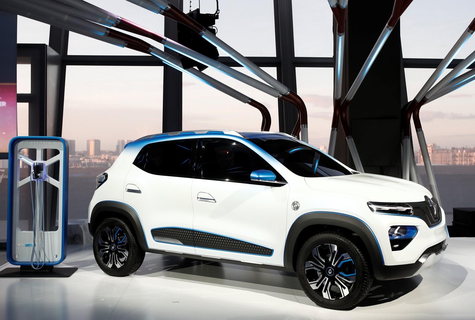 Renault quer aprender com Zoe para vender Kwid elétrico no Brasil 2018-10-01t184849z-946706460-rc1b907ebb10-rtrmadp-3-autoshow-paris-electric-squeeze