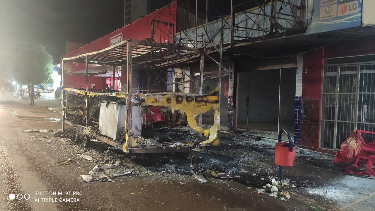 Trailer de lanches é destruído pelo fogo durante incêndio em MT