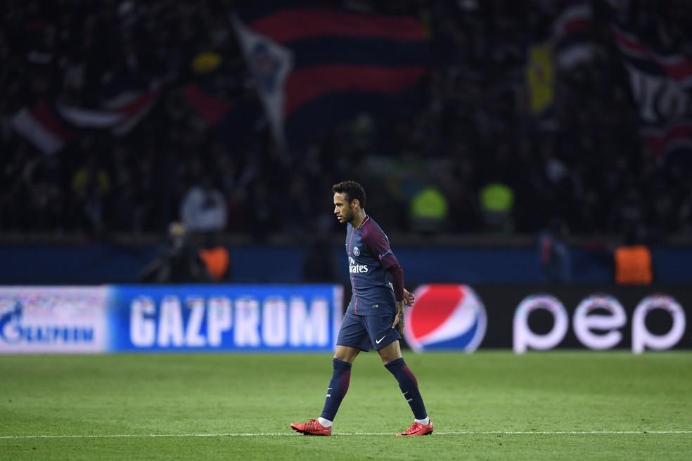 Neymar sentiu dores na coxa em duelo contra o Anderlecht (Foto: AFP)