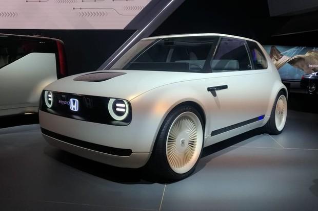 Honda EV tem visual retrô parecido com o do Civic original (Foto: Alexandre Izo/Autoesporte)